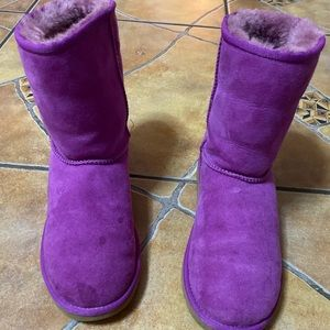 Mid calf pre loved UGG boots.